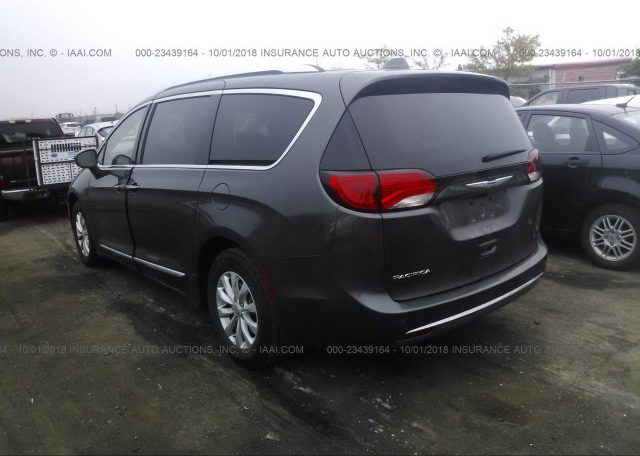 2018 Chrysler Pacifica Touring L Plus фото сзади слева