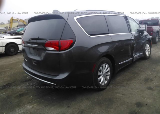 2018 Chrysler Pacifica Touring L Plus фото сзади справа