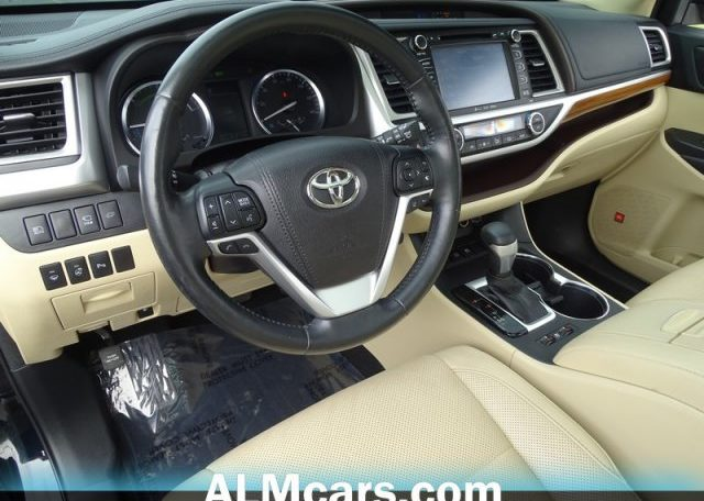 2017 Toyota Highlander 3.5 Black фото салон спереди