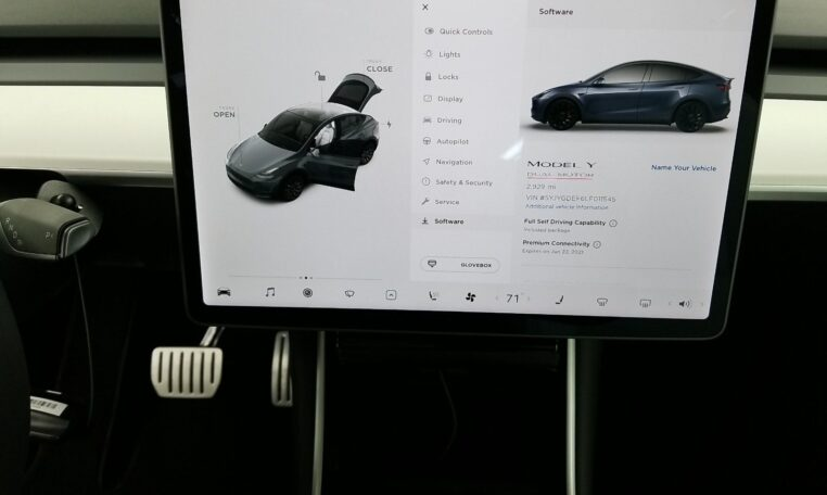 2020 Tesla Model Y Performance Electric Gray фото дисплей