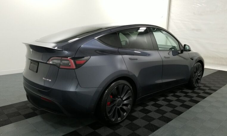 2020 Tesla Model Y Performance Electric Gray фото сзади справа