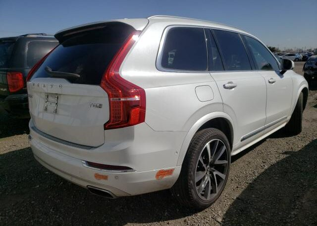 2018 Volvo XC90 T8 Inscription 2.0 Hybrid White фото сзади справа